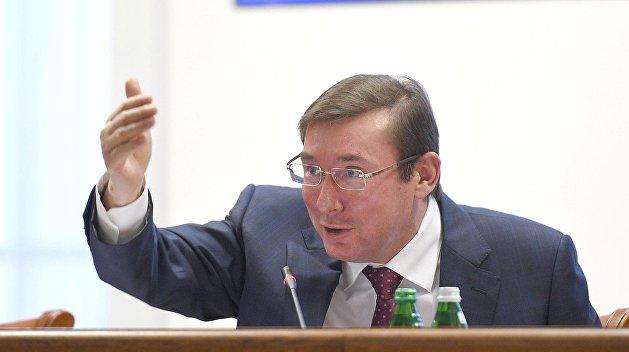 Обиделся за зарплату: Луценко потребует отставки министра финансов у Гройсмана