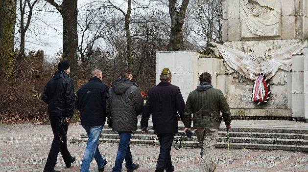 Дуда утвердил снос памятников советским воинам-освободителям в Польше