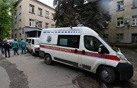 В Запорожье женщина провалилась под землю на пороге больницы