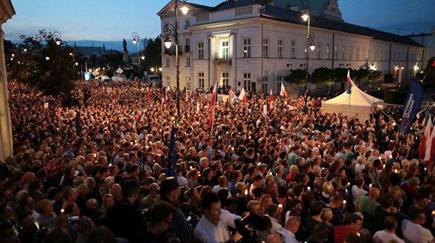 Би-би-си: Почему протесты в Польше вынудили президента пойти на попятную