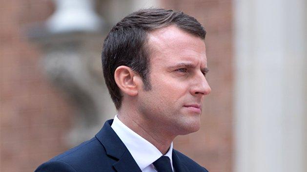 Идет на рекорд: во Франции рейтинг Макрона упал на 10% за месяц