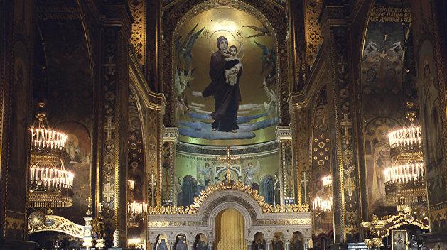 Крестный ход: верующие пришли к Владимирскому собору