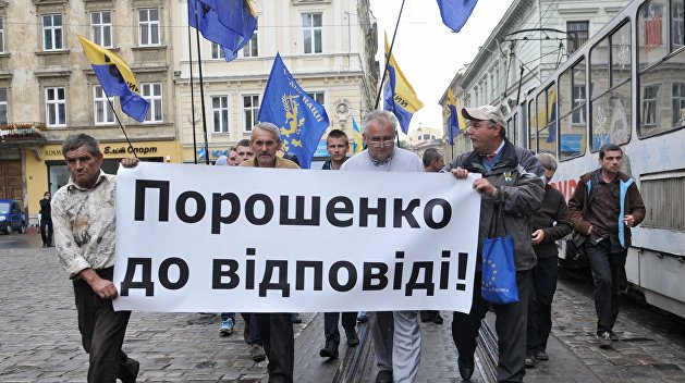 «Рабов в рай не пускают»: Roshen во Львове атаковали противники Порошенко