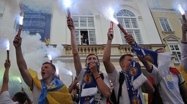 Киевские ультрас гордятся: жестоко избили греческого болельщика за Путина