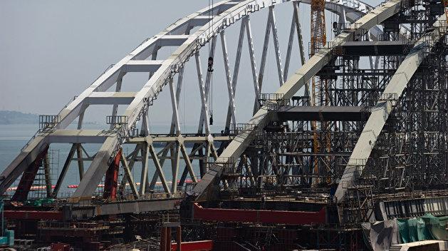 Завершена сборка автомобильной арки Крымского моста