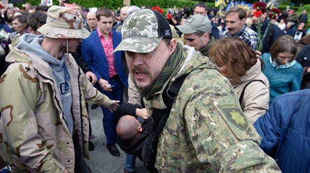 Бессмертный полк в Киеве: участников задерживают с запрещенной символикой, националистов - с оружием