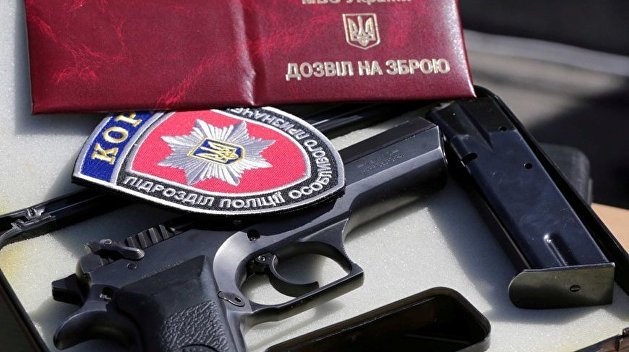 Аваков массово наградил сотрудников уголовного розыска оружием