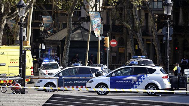 В центре Барселоны фургон въехал в толпу, пострадали десятки людей