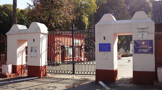 На Лукъяновском кладбище осквернили памятники советским воинам
