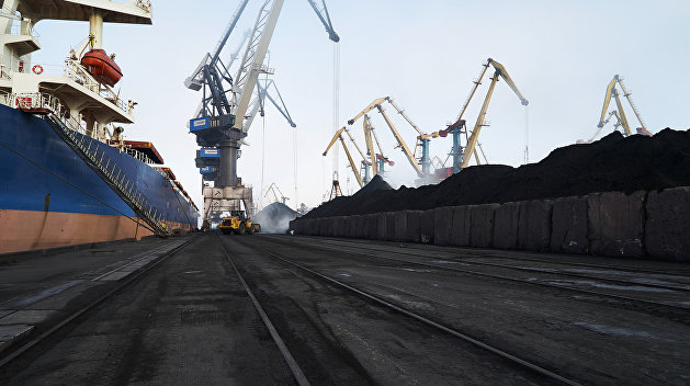Судно с углем для фирмы Рината Ахметова прибыло из США