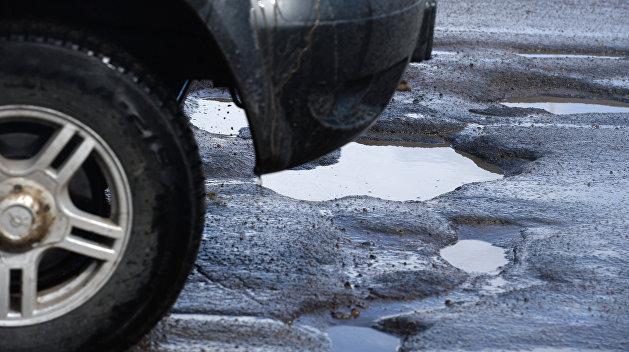Гройсман: 97% украинских дорог находятся в ужасном состоянии