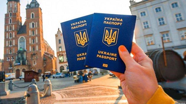 Безвиз в один конец: треть украинцев не хотят возвращаться из Европы