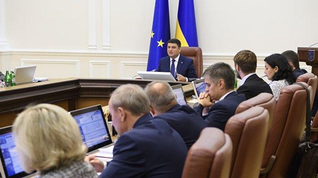 Кабмин урежет шокирующие премии в Минюсте