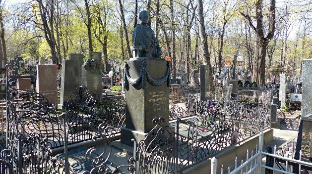 Охотники за цветным металлом обокрали могилу Леси Украинки в Киеве