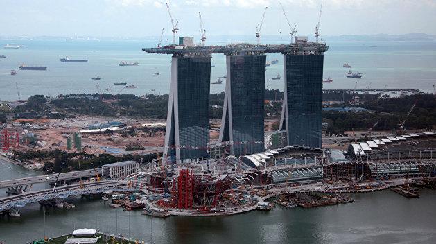 Сын Порошенко выиграл грант на поездку в Сингапур за счёт государства