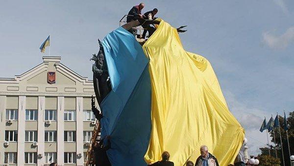 В Ирпени пожертвовали украинским флагом ради Тараса Шевченко