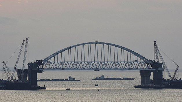 Арку Крымского моста весом в 6 тысяч тонн установили на высоту 35 метров