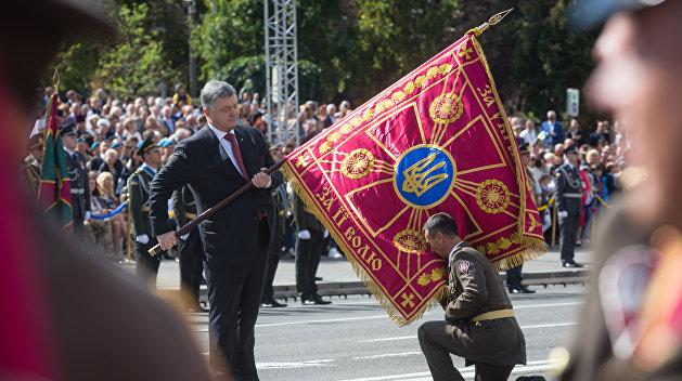Азаров: О показном оптимизме Порошенко на «Дне независимости»