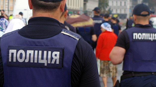 Полиция в Киеве задержала агитатора Порошенко на избирательном участке