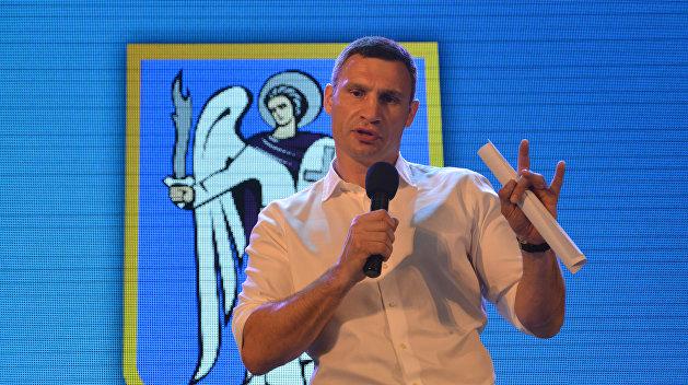 Мэр Киева приехал на избирательный участок на велосипеде