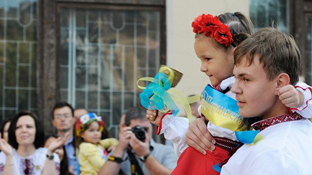 Порошенко: дети должны говорить на украинском