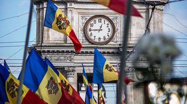 В Молдавии проходят парламентские выборы и консультативный референдум