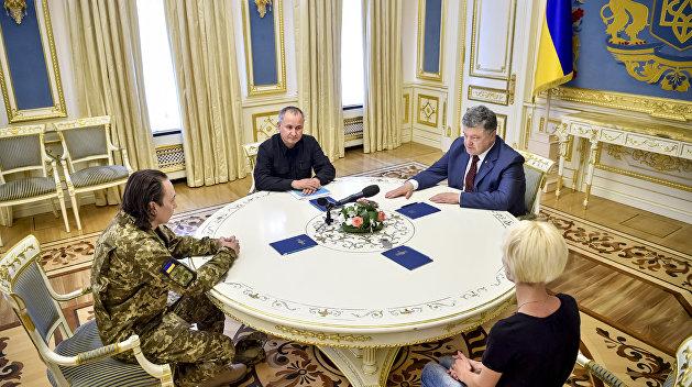 СБУ заподозрила в измене военного, которого лично принимал Порошенко