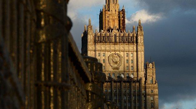 МИД РФ: Поставки американского оружия Украине подольют масла в донбасский огонь