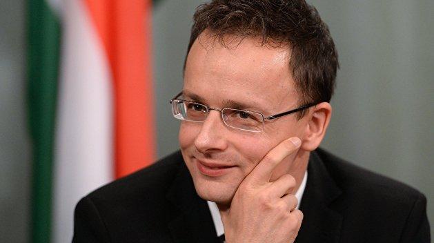 Глава МИД Венгрии: На Украине не запрещено иметь паспорт другой страны