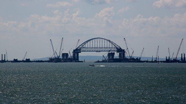 Порошенко поручил подать в суд на РФ из-за Крымского моста