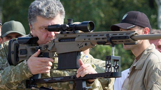 Порошенко попозировал на передовой в Донбассе