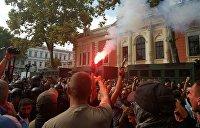 В Одессе штурмуют здание мэрии