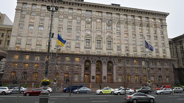 Бусы для радикалов: Киевсовет украинизировал официантов и продавцов
