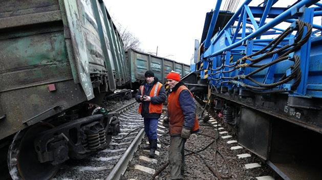 Локомотивов нет, вагонов нет, транзита нет: украинские железные дороги на грани коллапса
