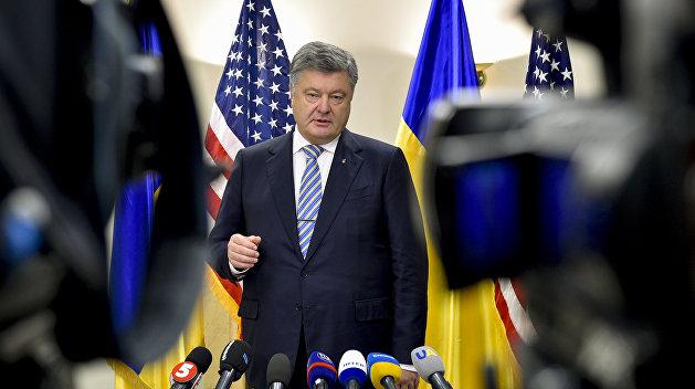 Не только на уроках: Порошенко рассказал, когда учителя должны говорить с учениками на украинском