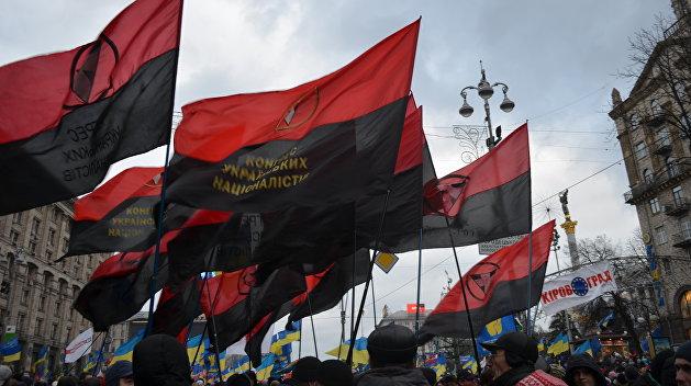 Тризуб в цветах Бандеры. В Польше хотят наказать украинца за символику на авто