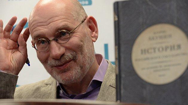 Книгу Акунина запретили на Украине. Писатель назвал это мракобесием
