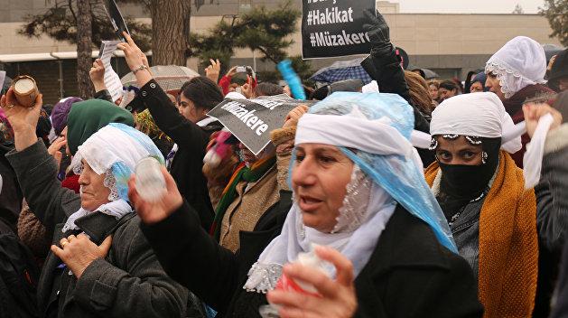 Турция «поздравила» женщин с 8 марта резиновыми пулями