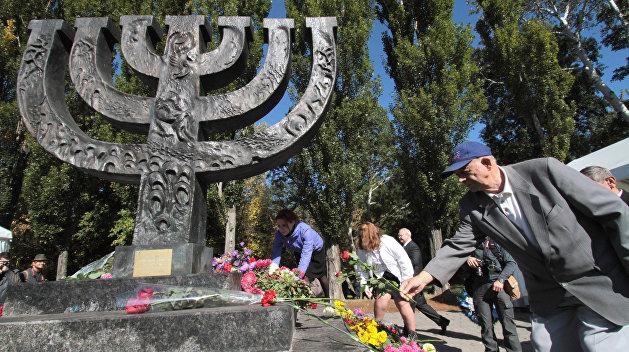 Украинский институт нацпамяти установил в Бабьем Яру стенд гонителю евреев