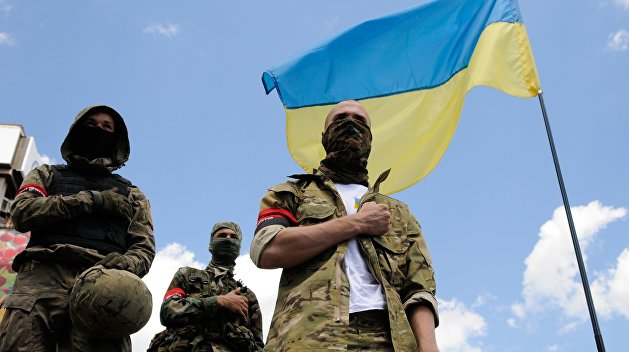 Одесситы залили красной краской памятник украинским боевикам