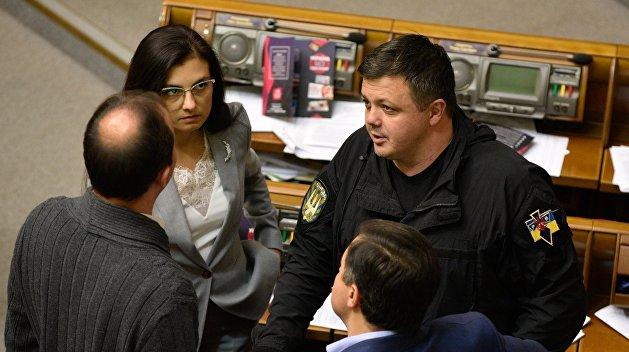 Парасюк и Семенченко рассказали о полицейских, которые без причин бросались на сетку