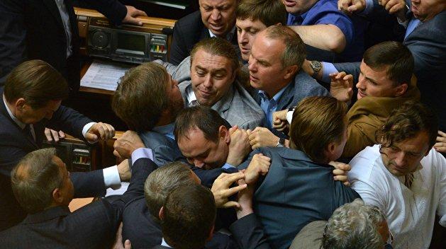 Депутату сломали руку на сессии