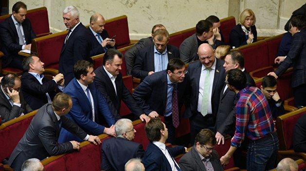 Кухарчук: Депутаты легко лишают друг с друга неприкосновенности