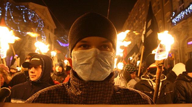 В Закарпатье националисты устроили антивенгерское факельное шествие