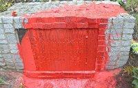В Харькове облили красной краской памятник бандеровцам