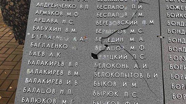 В Харьковской области крушат памятники советским воинам
