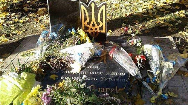 Продержался сутки: в Константиновке разрушили памятник бойцам АТО