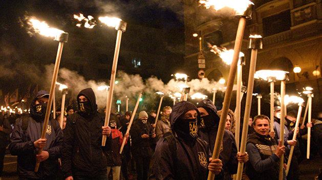 Под барабаны радикалов: факельное шествие украинской власти