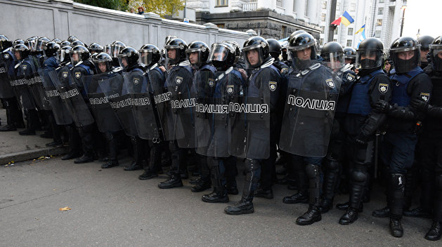 Штурм МихоМайдана: полиция пустила газ