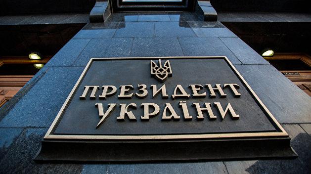 СМИ: В администрации Порошенко торгуют государственными наградами